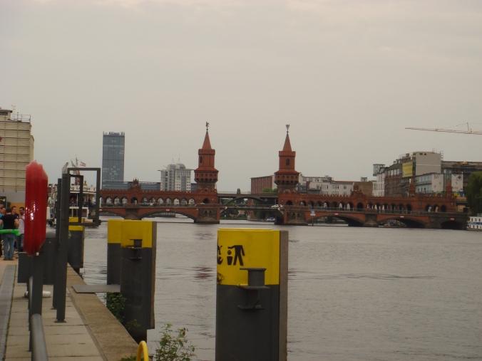 สะพาน Oberbaumbrücke (โอเบอร์บาวม์)